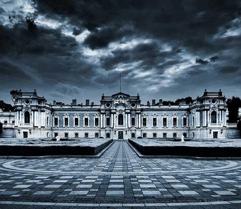 Мариинский дворец в парке