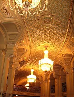 Фойе театра. Национальный театр оперы и балета Украины